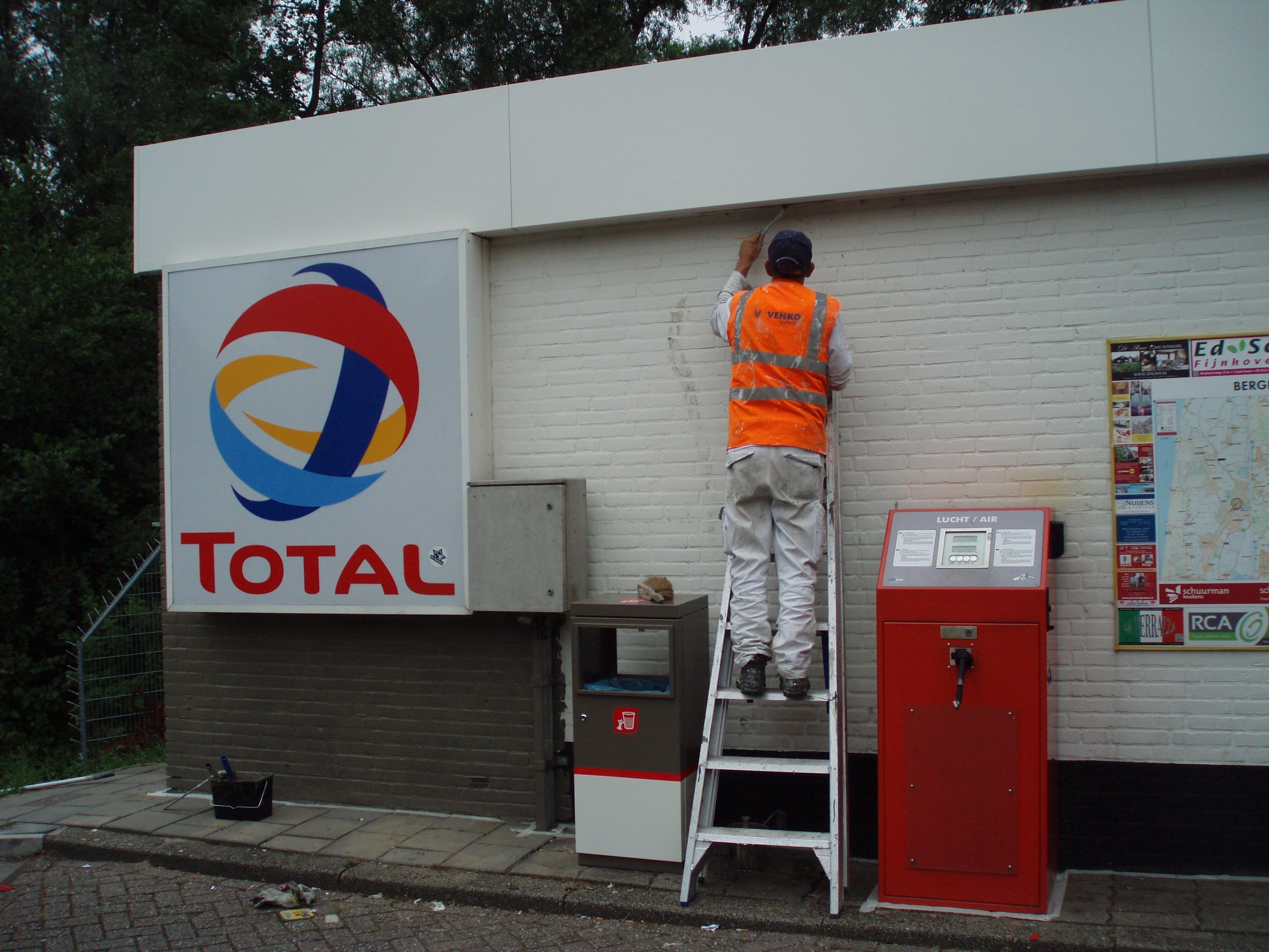 TOTAL  gasoline station in Rotterdam 41722955