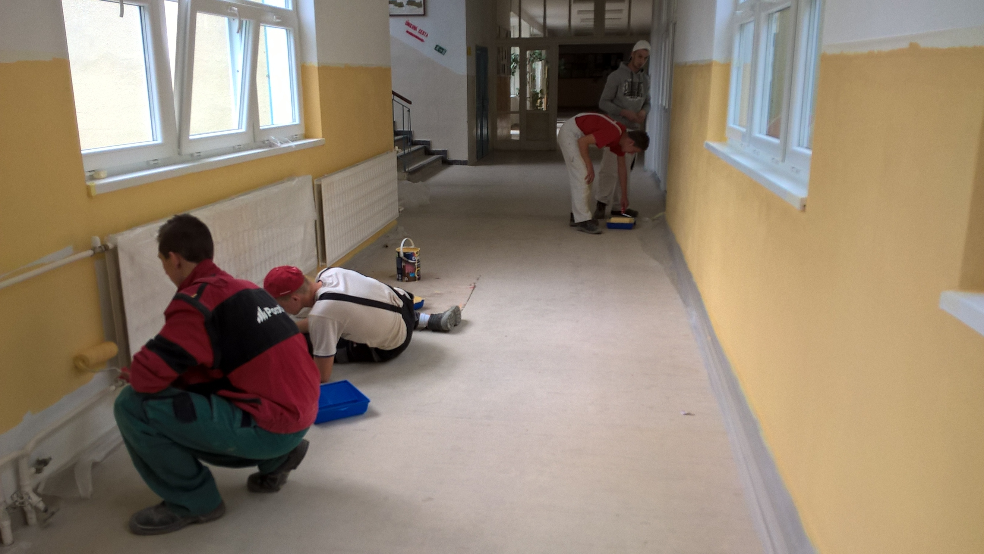 Praktické školenie v SOŠ Nitra, aplikovanie farieb Dulux valcom a štetcom - 3.5.2016
